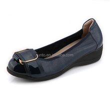 Hot selling Casual and comfortable ladies shoes with very light outsole