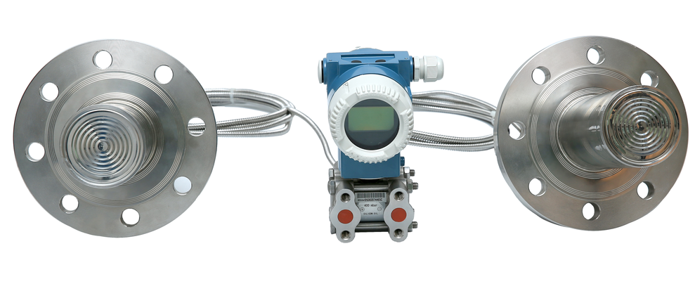 Smart or analog differential pressure transmitters with diaphragm seals for level measurement