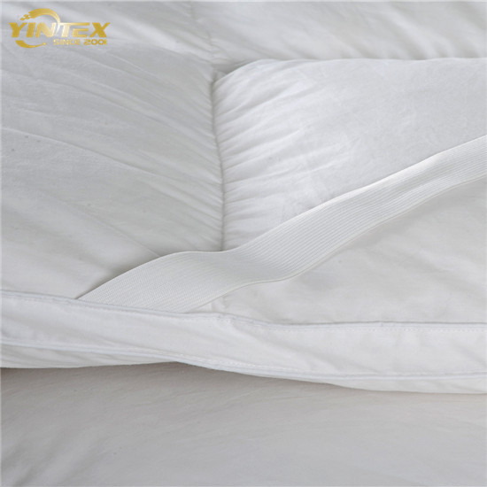 Custom soft elastic strap 960gsm microfiber fabric white hotel mattress topper - Jozy Mattress | Jozy.net