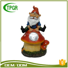 China Manufacturers Wholesale Resin Statue Small Gnome Figurines Funny Garden Gnome