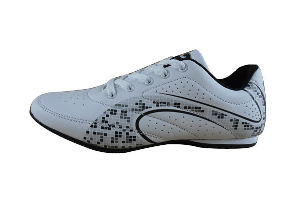 hot sale high quality white durable europe soccer costom shoes turf 2016