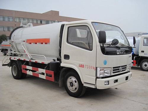 China brand dongfeng 4*2 90-120PH mini suction sewage truck 4000L 4m3 used vacuum suction tanker truck