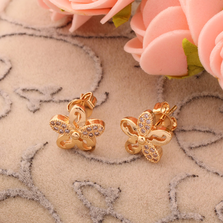 Simple design daily wear flower shaped diamond stud earrings women,Cubic zirconia jewelry