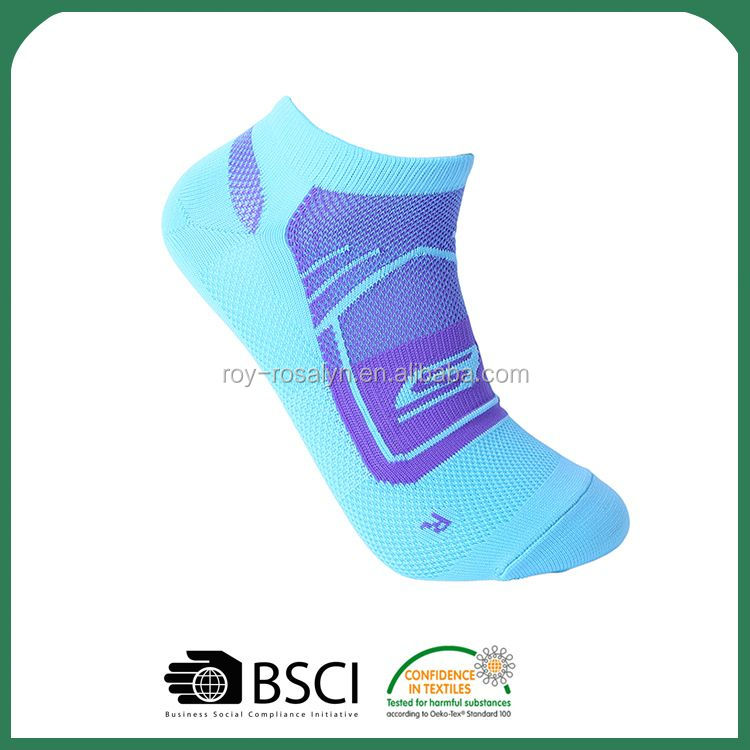 New Arrival superior quality mens grip ankle socks with many colors