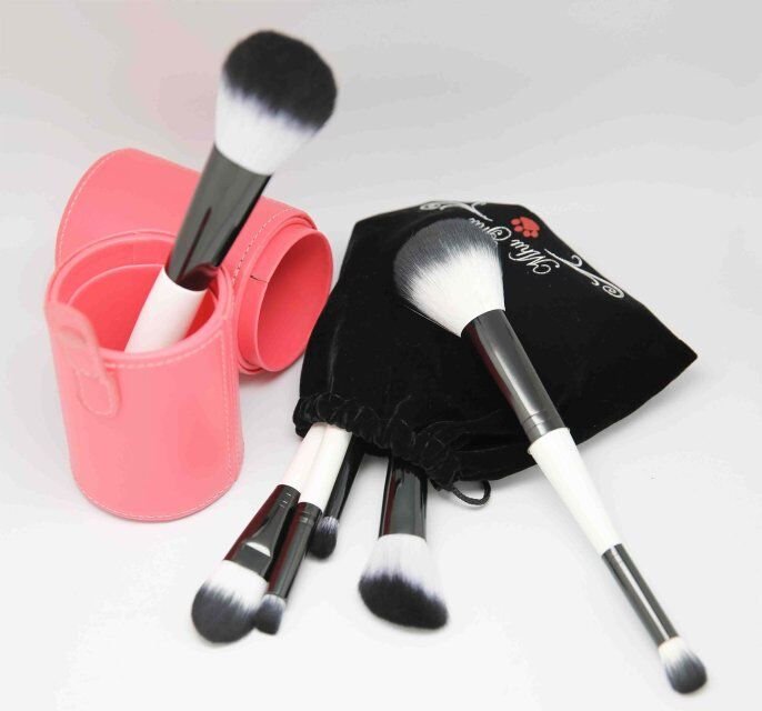 specialized soft hair makeup brush