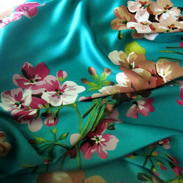 China suppliers wholesale top quality clothing material waterproof printed satin fabric