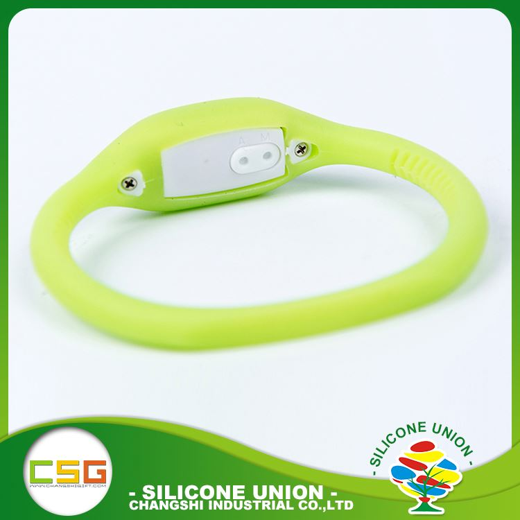 Factory direct sales solid color silicone vibrating wristband bracelet