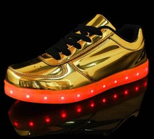 Gold upper low cut sports shoes with colorful light