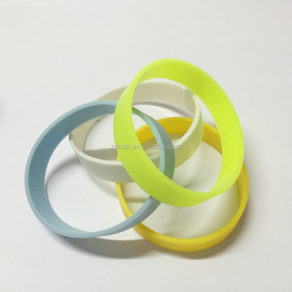 China made sports hiking camping sports outdoor safe wearing glow silicone bracelets in the dark /New style silicone bracelet
