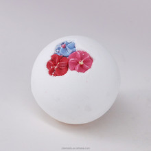 Round shape spa bath fizzer and bath bomb with flower candy in top
