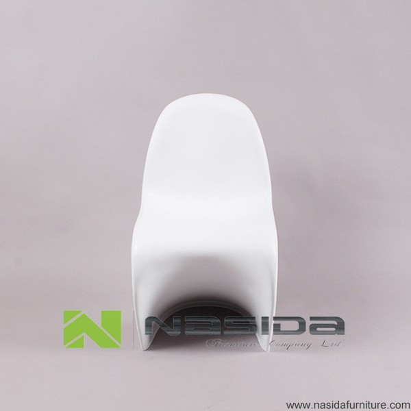 CH139 ABS Verner plastic Chair in dining room