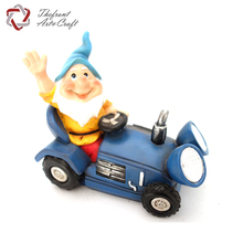 Funny Lawn garden gnome drive a car statues with solar light