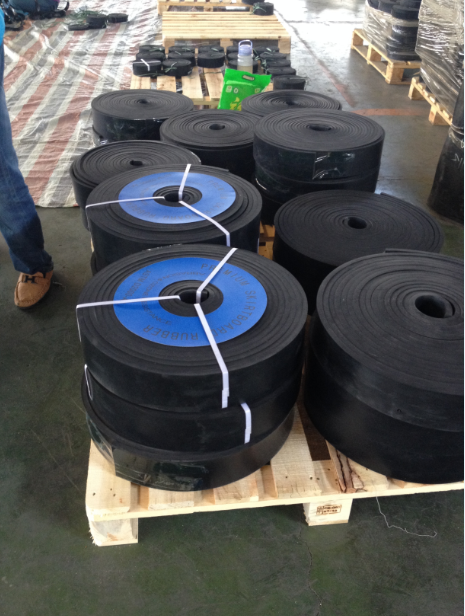 NR/SBR skirt rubber 3/8 1/2 3/4 1 inch thick black skirt rubber sheet roll 4mpa 6mpa 8mpa tenseile