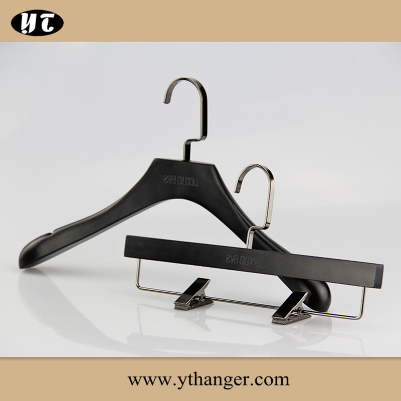 YT customize black wooden top hanger for coat
