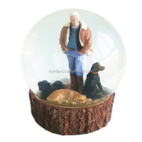 Custom Cheap Resin Hunter Human Snow Globes