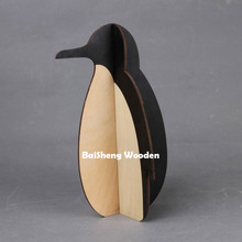 2017 new design home decor desktop wooden penguin craft for sale