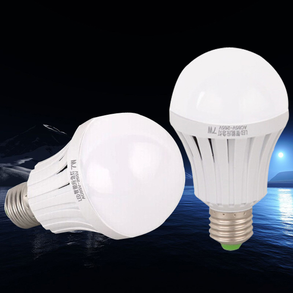 New design rechargeable led light 1800mAh 2200mAh rechargeable bulb SMD5730 emergency led lamp