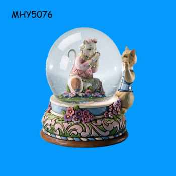 Decorative funny squirrel Wedding snow globe