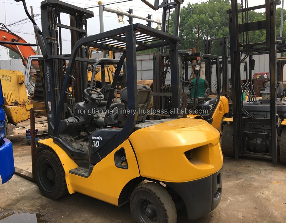 Running condition 3 ton load Japanese used Komatsu FD30 forklift for sale in Shanghai site