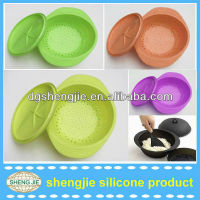 ECO-friendly round silicone steamer with a lid