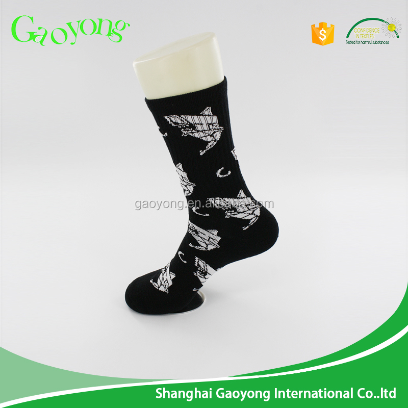 Factory directly wholesale custom mens crew socks