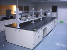 High quality anti-corrosion lab central bench with multi-functional reagent shelf