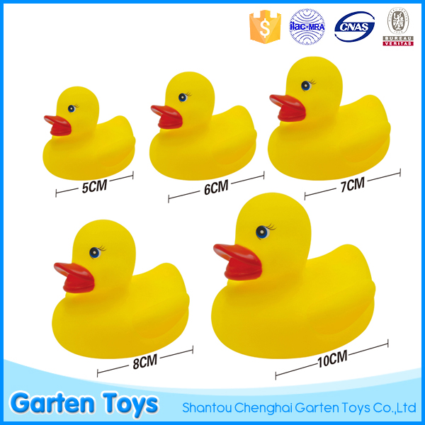 Promotional yellow floating rubber duck toy for baby