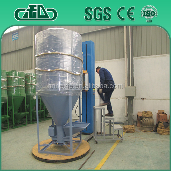 High efficiency livestock feed mixer