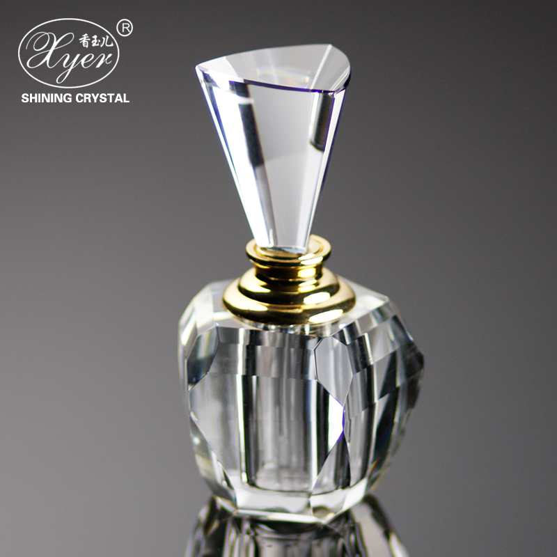 2017NEW Clear lead crystal cut glass perfume spritser bottle with stopper