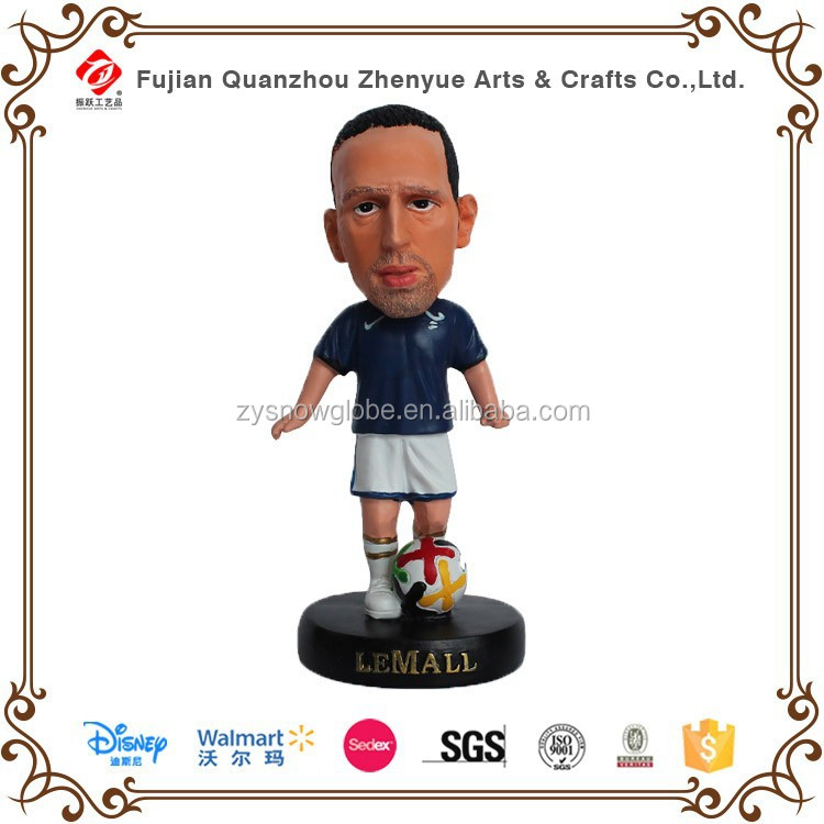 Hot selling resin soccer figure custom bobble head