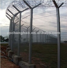 Unit chain link fence with post and razor barbed wire