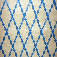 Welded Razor barbed wire mesh Fence Supplier / galvanized razor blade barbed wire panels