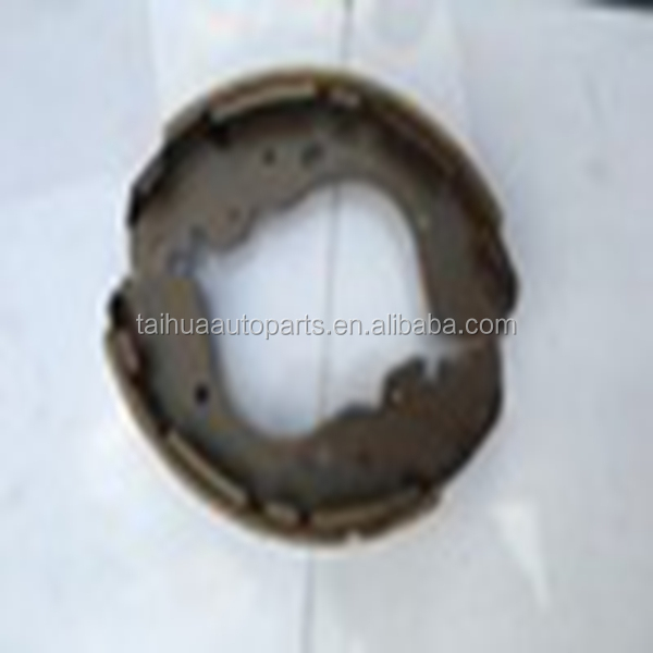 Auto spare parts no noise brake shoes for Mitsubishi