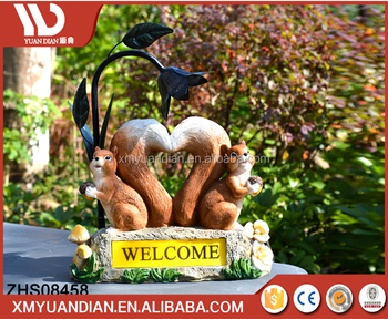 Country Farm Welcome Squirrels Chipmunks With Pine Cones Figurine Solar LED Light Lantern Lamp Path Lighter Statue