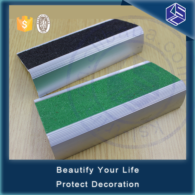 Heavy duty project silver metal anti-slip carborundum aluminum stair nosing