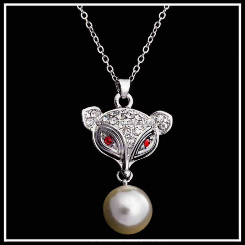 China Wholesale Cute Fox Head With Red Eye Pendant Necklace Imitation Pearl XPJ0011