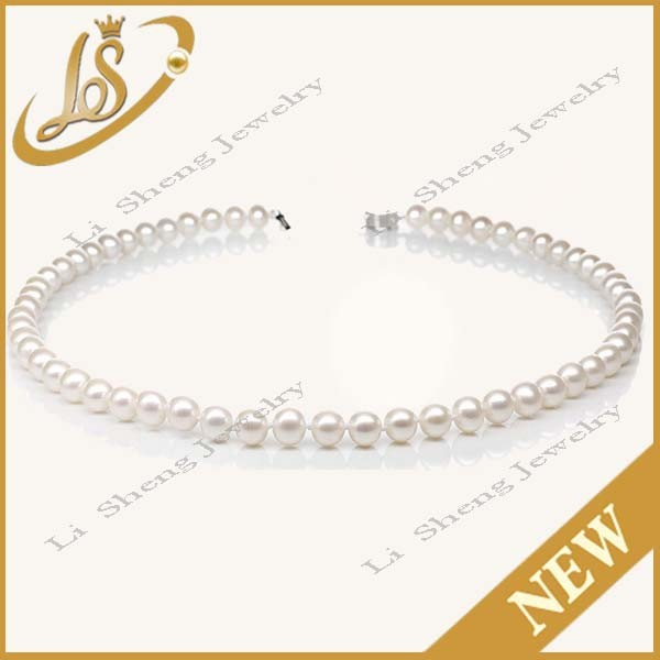Classic design Woman freshwater pearl necklace