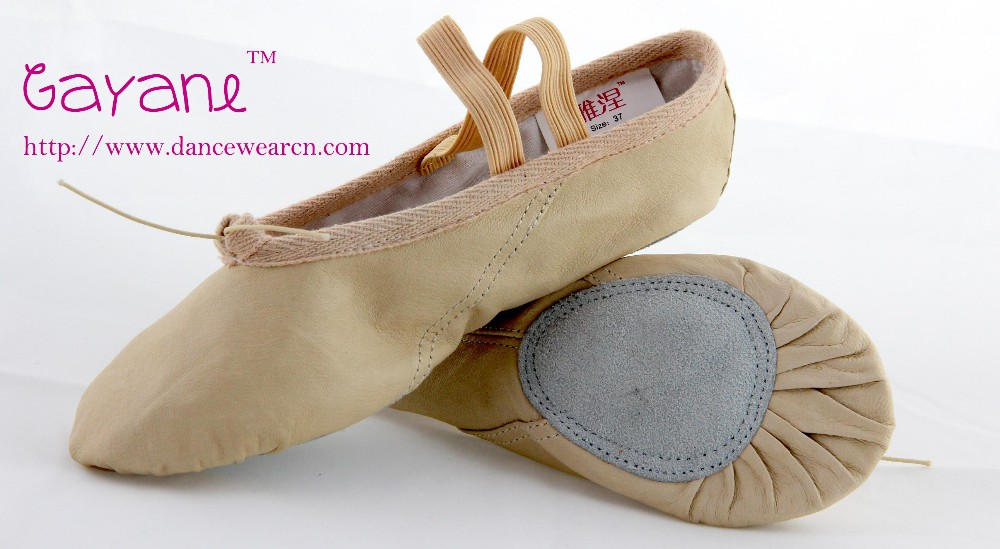 With our quality ballet shoes endorsed by America's National Ballet Company, you can send her to class with confidence. Designed to form to her feet and keep them aligned for proper muscle control, they feature a quality leather upper, sock and outsole, canvas lining and an elastic band for a secure fit.4/5.