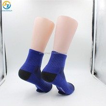 Mens new feature sports half terry thickening basketball pressure socks