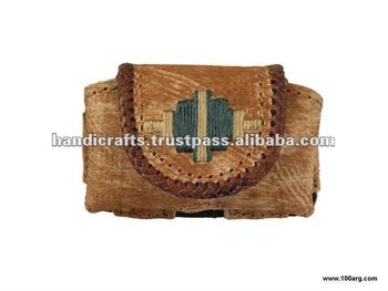CARRIES CELLULAR IN BRAIDED CRUDE LEATHER