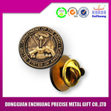 Bottom price hot-sale souvenir metal badge craft