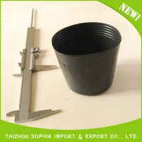105 black plastic pots for nursery plant in South American countries