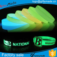 custom glow in the dark silicone wristbands/glowing silicone bracelet for promotion