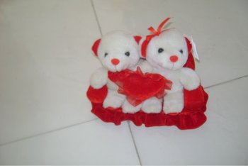 cute promotional plush sweetheart teddy bear toy with heart pillow