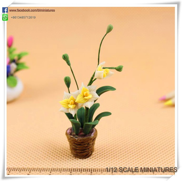 Dollhouse Miniature Garden Plants Potted 1/12 Scale Small Craft Clay Flowers