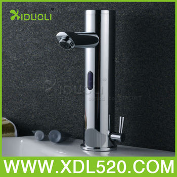 Auto operated bathroon water sensor faucet