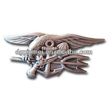 Wholesale plated nickle die struck badge with elegant wings for souvenir