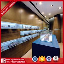 Hot sale lighted glass wall mounted watch display case