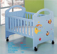 2016 warm baby crib was made by E1 MDF board with cartoon pattern for baby furniture