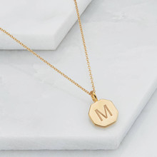 Yiwu Meise Personalised Stianless Steel Hexagon Letter Pendant Fashion Gold Alphabet pendant